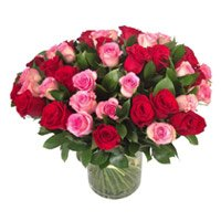 Send Red Pink Roses in Vase 50 Flowers