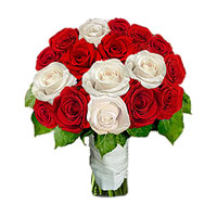 Online Red and White Roses Bouquet 12 Flowers to India