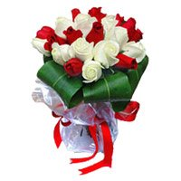 Buy Red White Roses Bouquet 15 Flowers